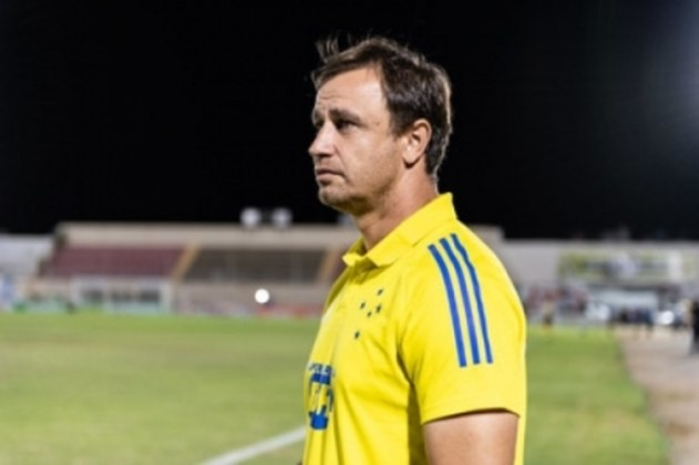 FECHADO - O técnico Felipe Conceição conseguiu que o Cruzeiro publicasse oficialmente sua rescisão de contrato, que já apareceu no BID (Boletim Informativo Diário), da CBF. Assim, o treinador poderá comandar o Remo, seu novo time, na beira do campo e ter seu vínculo registrado pelos paraenses.