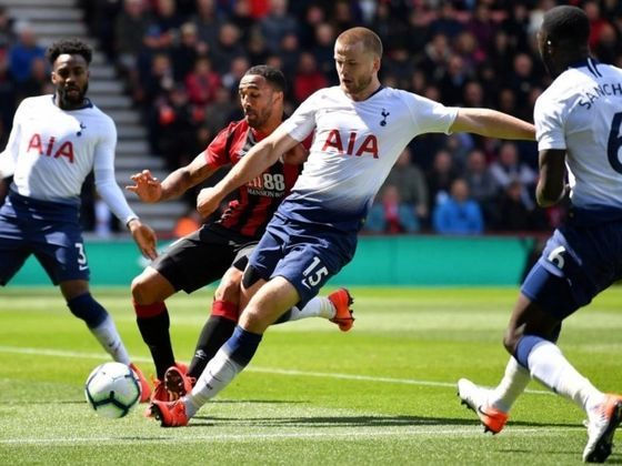 FECHADO – O Tottenham anunciou a renovação de contrato com o meio-campista Eric Dier até 2024. O jogador de 26 anos está em sua sexta temporada com a camisa do time londrino desde que chegou do Sporting. Embora não seja titular absoluto na equipe de Mourinho, o inglês já vestiu a braçadeira de capitão.