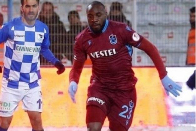 FECHADO - O Trabzonspor, da Turquia, renovou o empréstimo do zagueiro Manoel, que pertence ao Cruzeiro. Segundo a 'Rádio Itatiaia', o vínculo do zagueiro vai até o final de julho, quando se encerra o Campeonato Turco.