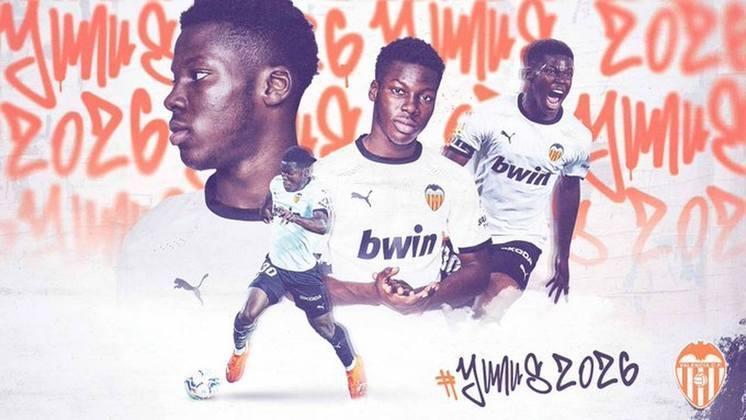 FECHADO - O Valencia renovou o contrato do meio campista, Yunus Musah, até 2026, considerado uma grande promessa e fundamental no time espanhol.
