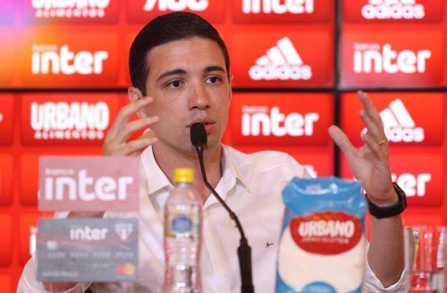 FECHADO - O Vasco anunciou oficialmente a contratação do seu novo diretor executivo do Departamento de Futebol Profissional, nesta sexta, primeiro dia do ano. Trata-se de Alexandre Pássaro, que estava no São Paulo desde janeiro de 2015 e exerceu o cargo de Gerente Executivo de Futebol do Tricolor Paulista do final de 2017 até o dia 31 de dezembro de 2020.