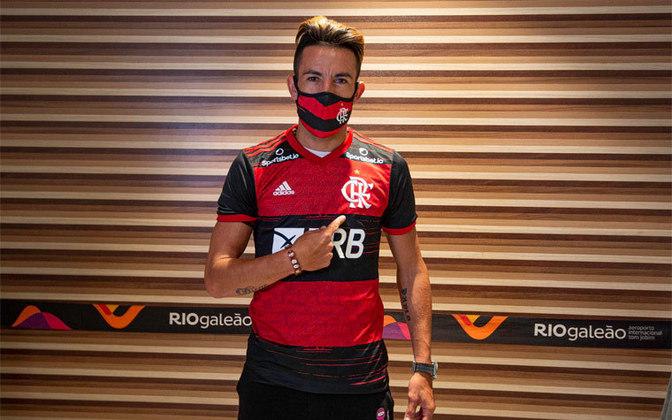 FECHADO - O vice de futebol do Flamengo, Marcos Braz, exaltou a chegada de Mauricio Isla ao clube. Em entrevista à FlaTV logo após o desembarque do chileno ao Rio de Janeiro na madrugada deste sábado, o dirigente destacou confiança no chileno.