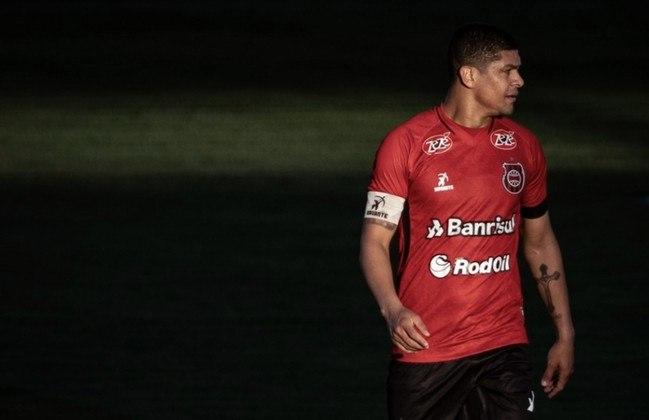 FECHADO - O volante Denilson assinou nesta quarta-feira o pedido de demissão do Brasil de Pelotas. O ex-jogador de Arsenal e São Paulo listou que tomou essa decisão por causa dos