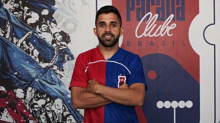 FECHADO - O volante Lucas Abreu, que teve passagens pelo CRB, Guarani e Juventude, assinou com o Paraná.