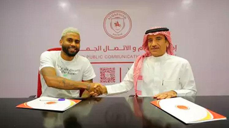 FECHADO - O volante Muralha, ex-Flamengo, assinou com o Al-Qadisiya, da Arábia Saudita, para as próximas temporadas.