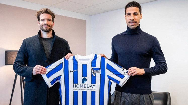 FECHADO - O volante Sami Khedira foi anunciado pelo Hertha Berlin, da Alemanha, após rescindir seu contrato com a Juventus, onde atuava desde 2015. De acordo com a imprensa alemã, o vínculo será até o fim da atual temporada com o time da capital.