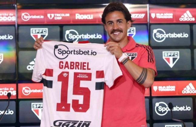 FECHADO - O volante uruguaio Gabriel Neves foi apresentado como novo jogador do São Paulo para a temporada. Ele recebeu a camisa 15, que era usada pelo ídolo Hernanes. Na entrevista coletiva, ele elogiou o Tricolor e comemorou o desfecho das negociações com o clube do Morumbi.