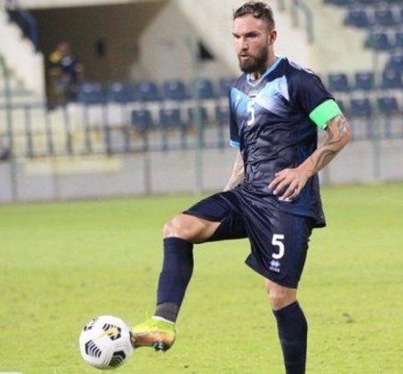 FECHADO - O volante Willian Farias, que defendeu o Hatta Club, dos Emirados Árabes, nos últimos seis meses, e com passagens pelo Coritiba, Cruzeiro, Vitória, Sport e São Paulo, rescindiu com o clube.