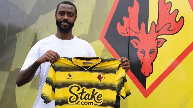 FECHADO - O Watford contratou para reforçar o elenco na atual temporada o zagueiro Nicolas Nkoulou, que chega após a contratação de Claudio Ranieri para o cargo de técnico da equipe.