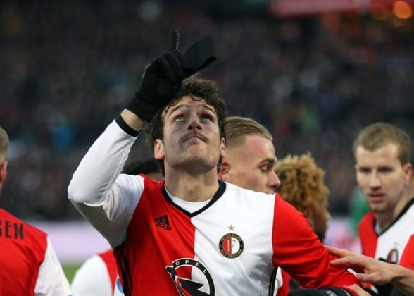 FECHADO - O zagueiro brasileiro Eric Botteghin, revelado nas categorias de base do Grêmio Barueri,  decidiu não renovar contrato com o Feyenoord, da Holanda. O defensor está no clube desde 2015 e a partir de julho estará livre no mercado.