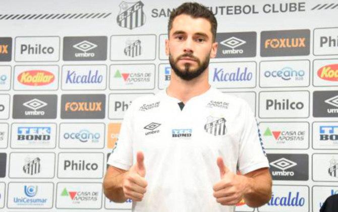 FECHADO - O zagueiro Laércio foi apresentado no CT Rei Pelé. Ele respondeu os jornalistas virtualmente.