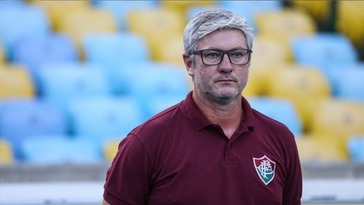 FECHADO - Odair Hellmann não é mais treinador do Fluminense. O técnico de 43 anos recebeu uma proposta do Al Wasl, dos Emirados Árabes, e aceitou a oferta. O clube das Laranjeiras confirmou a saída de Odair em nota oficial. A proposta do clube árabe gira em torno de US$ 2,1 milhões por 18 meses (R$ 10,7 milhões), de acordo com o site