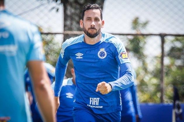 FECHADO - Outra novidade da Raposa é a extensão de contrato do volante argentino Ariel Cabral, que ficará no Cruzeiro até o fim de 2021. Com cinco anos de Raposa, chegou em 2015. Cabral não tinha certeza se continuaria e o clube celeste acionou uma cláusula no atual contrato que prevê a ampliação do vínculo por mais um ano