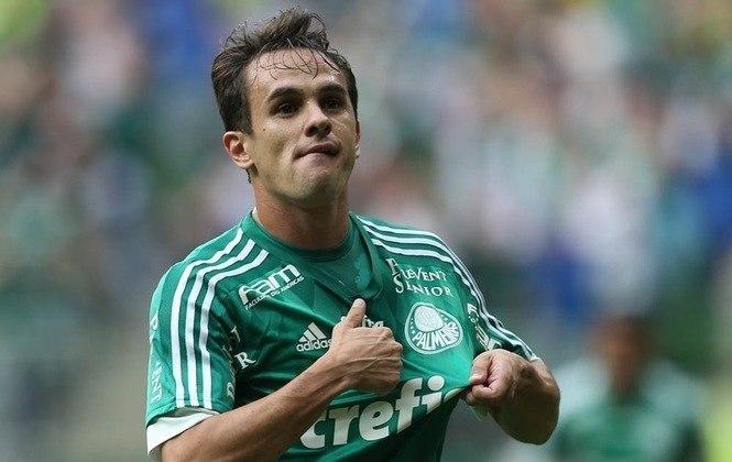 FECHADO: Peça importante durante toda a temporada de 2015 do Palmeiras, o lateral Lucas Marques anunciou nesta quarta-feira a sua aposentadoria do futebol. Com 32 anos, Lucas estava no Figueirense, mas decidiu pendurar as chuteiras após desentendimentos com a diretoria do Figueira.