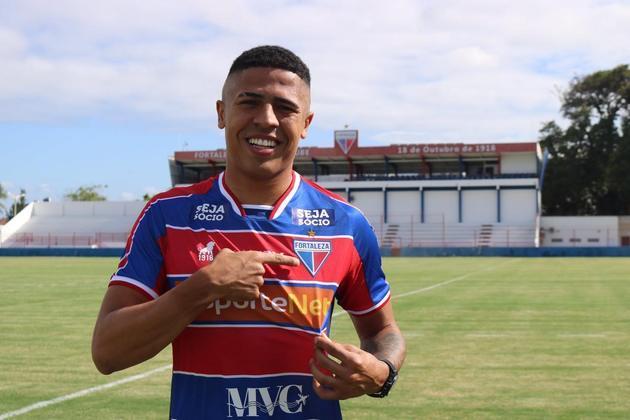 FECHADO - Por meio de suas redes sociais, o Fortaleza confirmou a chega do atacante Bergson, que pertencia ao rival Ceará. O contrato é até o final do Campeonato Brasileiro.