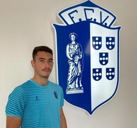 FECHADO - Primo de Rodrigo Beckham, ex-meia d0 Corinthians e Everton, Luiz Neto acertou com o Vizela, de Portugal. O zagueiro de 18 anos, que atuará no Sub-19 da equipe, assinou vínculo de uma temporada com o clube português.