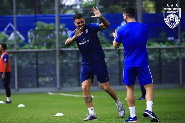 FECHADO - Principal destaque do Johor, da Malásia, nas últimas duas épocas, o zagueiro Maurício, ex-Sporting e Palmeiras, renovou contrato com o clube para as próximas três temporadas.