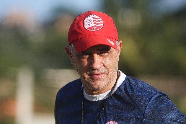 FECHADO - Quase tão rápido quanto o processo de mudança anterior no comando técnico do Náutico na saída de Hélio dos Anjos para a chegada de Marcelo Chamusca foi, justamente, a passagem do até a manhã desta quarta-feira (22) treinador da equipe.