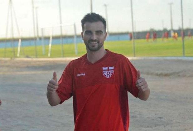 FECHADO - Rafael Longuine, autor de sete gols em 11 jogos pelo CRB, publicou em suas redes sociais uma mensagem de despedida ao time alagoano. O jogador estava emprestado ao Galo da Pajuçara e tem seus direitos ligados ao Santos.