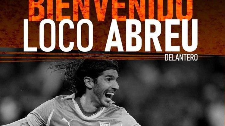 FECHADO - Recém-promovido à elite do futebol uruguaio, o Sud América anunciou mais um reforço. Trata-se de Loco Abreu, que assinou até dezembro. Aos 44 anos, o uruguaio que deixou o Athletic-MG vai incorporar o grupo do Sud América