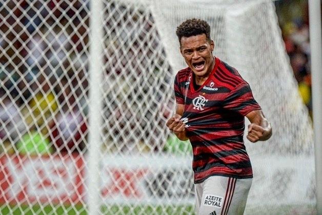 FECHADO - Rodrigo Muniz voltou ao Flamengo. Com 19 anos de idade, Rodrigo chegou ao Coritiba há pouco mais de um mês. Na longa negociação entre as equipes, ficou acordado que, havendo o desejo do Flamengo, o atleta poderia ser acionado a qualquer momento para reforçar a equipe do Rio de Janeiro. A solicitação do retorno veio diretamente do técnico Rogério Ceni.