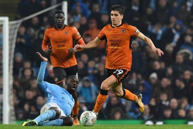 FECHADO - Rúben Vinagre foi emprestado pelo Wolverhampton ao Olympiakos por uma temporada com opção de compra de 20 milhões de euros.