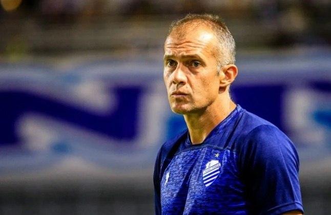FECHADO: Saída também na Série B. O técnico Eduardo Baptista foi demitido pelo CSA após derrota por 2 a 0 em clássico diante do CRB. O CSA ocupa a 16ª colocação na Segundona.