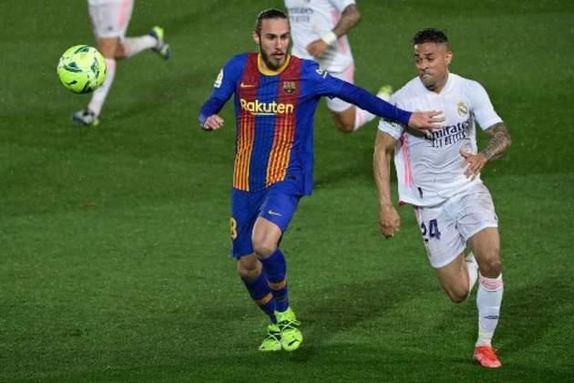 FECHADO - Se firmando no time titular, o Barcelona renovou o contrato de Mingueza, que agora tem vínculo com os Culés até junho de 2023 e clausula de 100 milhões de euros.
