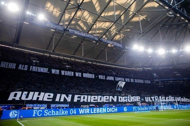 FECHADO - Sem vencer no Campeonato Alemão, o Schalke 04 demitiu seu segundo treinador na atual temporada. Michael Baum foi destituído do cargo oficialmente nesta sexta-feira, véspera do jogo contra o Arminia pelo Campeonato Alemão. Huub Stevens assume o cargo interinamente.