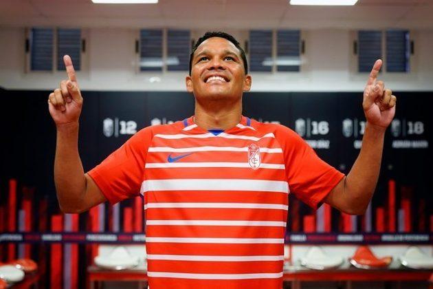 FECHADO - Tendo disputado a última temporada com a camisa do Villarreal onde participou da conquista histórica da Liga Europa, o atacante colombiano Carlos Bacca foi apresentado nessa semana em sua nova equipe, ainda no futebol espanhol: o Granada.