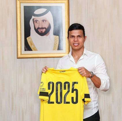 FECHADO - Um dos maiores artilheiros da história dos Emirados Árabes irá jogar por mais quatro anos no Al Wasl. Nesta segunda-feira (9), o meio-campista Fábio Lima, ex-Vasco e São Paulo, renovou contrato com o clube.