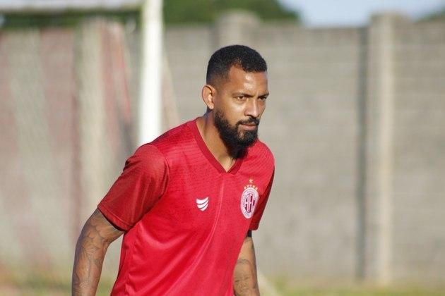 FECHADO - Um dos principais nomes da Portuguesa-RJ neste ano, o meia Everton Heleno, ex-CSA e Santa Cruz, acertou com o América-RN para a sequência da temporada. Segundo o jogador, esse novo desafio será muito especial para ele.