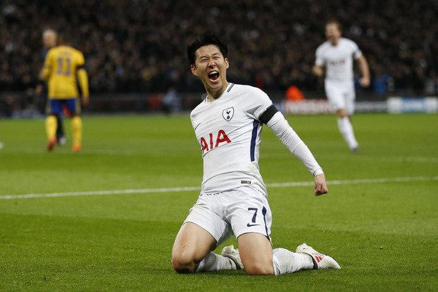 FECHADO - Um dos principais nomes do Tottenham, o atacante sul-coreano Heung-min Son teve seu contrato renovado com o clube de Londres. Anteriormente com vínculo até junho de 2023, o jogador assinou acordo por mais quatro anos com os Spurs, até 2025.