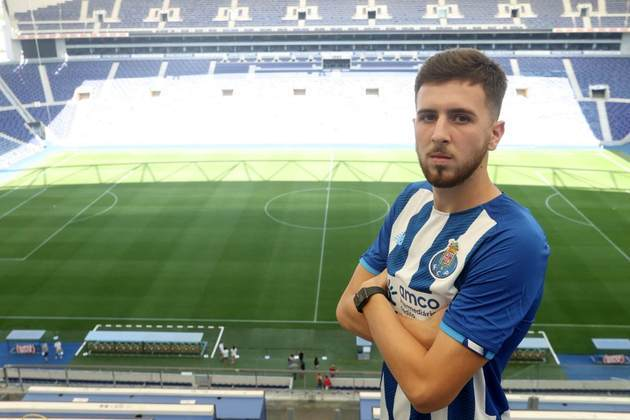 FECHADO - Wesley é o novo reforço do FC Porto. Anunciado nesta quinta-feira (05), o zagueiro chegou aos Dragões por empréstimo com opção de compra. Ao site oficial do clube, o brasileiro falou sobre o sonho de vestir uma camisa tão importante do futebol.