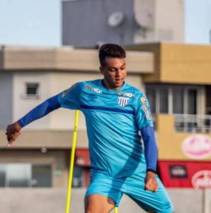FECHADO - Zé Marcos não é mais jogador do Avaí. Na última sexta-feira, o contrato do atleta com a equipe catarinense se encerrou. Desde 2019 no clube, o zagueiro aproveitou para agradecer à torcida e lamentou ter recebido poucas oportunidades.