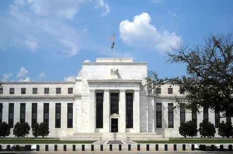 Banco Central dos EUA corta juros para estimular a economia