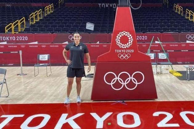 Feito histórico no basquete masculino dos Jogos Olímpicos: a brasileira Andreia Regina Silva se tornou a primeira mulher a apitar um jogo da modalidade. Foi nesta madrugada, quando os Estados Unidos venceram o Irã por 120 a 66. Até hoje, outras mulheres tinham apitado partidas, mas só no feminino.