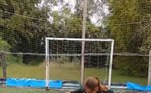 Aos 8 anos de idade, Felicita já consegue realizar mais embaixadinhas do que o estagiário do R7...