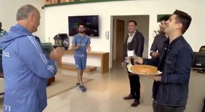 Felipão e o constrangido repórter da Globo. Difícil até assistir