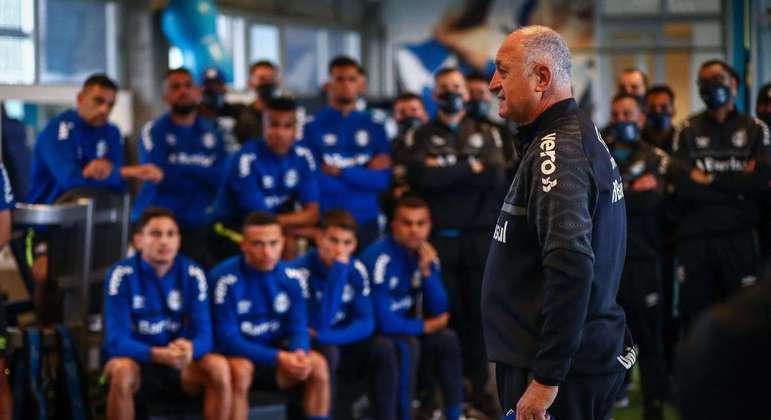 De acordo com a imprensa gaúcha, Felipão teve de lidar com jogadores implorando para atacar
