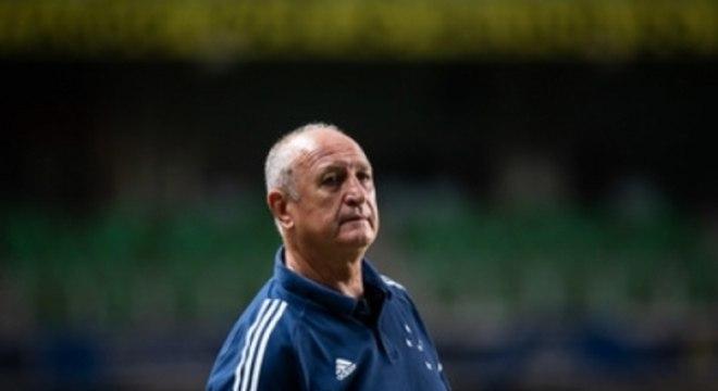 Felipão ficou contrariado com o time durante toda a partida contra o Oeste