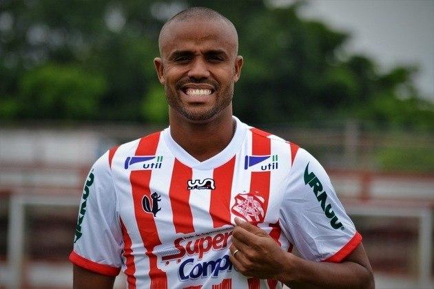 Felipe Adão - O atleta é filho do ex-jogador Cláudio Adão, porém não teve o mesmo destaque do pai na carreira