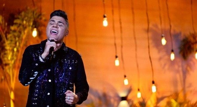 Felipe Araújo, de 24 anos, canta e compõe músicas de sucesso