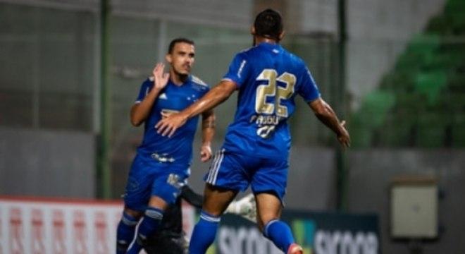 Felipe Augusto e Pottker garantiram os três pontos para a Raposa contra o Coimbra