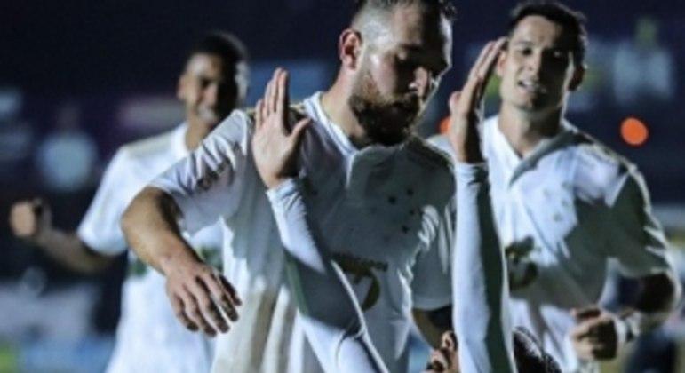 Felipe Augusto marcou o único gol celeste no revés para o time paranaense