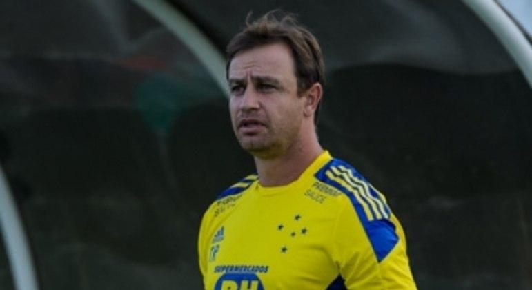 Felipe Conceição questionou muito a arbitragem em Aracaju e aliviou as cobranças aos jogadores do Cruzeiro