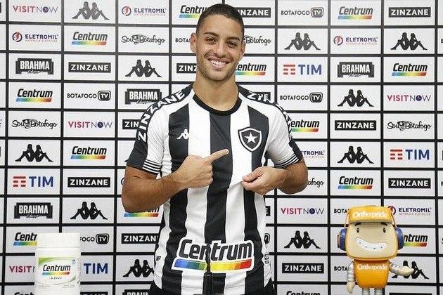 Felipe Ferreira: Em dez jogos pelo Botafogo no Campeonato Carioca, ele tem 83,2% de aproveitamento nos passes tentados, dois gols marcados e uma interceptação.