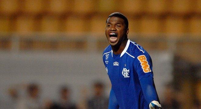 Felipe - Flamengo - O goleiro trocou o Corinthians pelo Flamengo e ficou encarregado de substituir o goleiro Bruno.