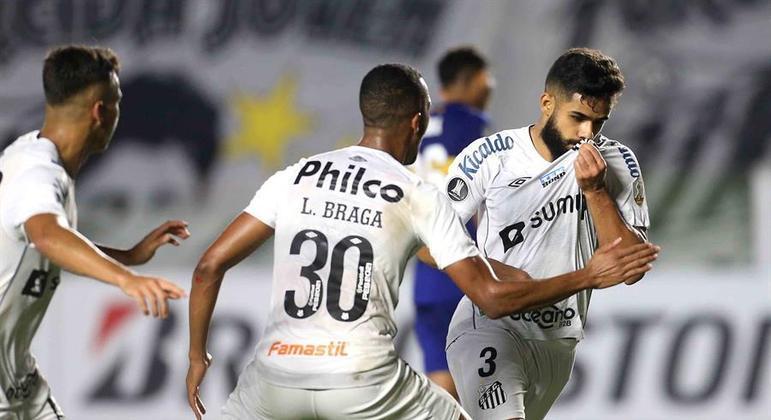 Felipe Jonatan comemora gol na vitória do Santos sobre o Boca