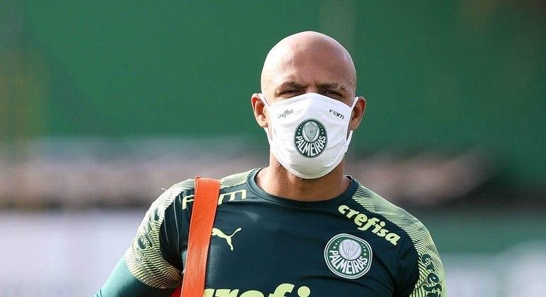 Felipe Melo com máscara. Jogadores ganharam folga forçada. Mais uma semana sem Paulista